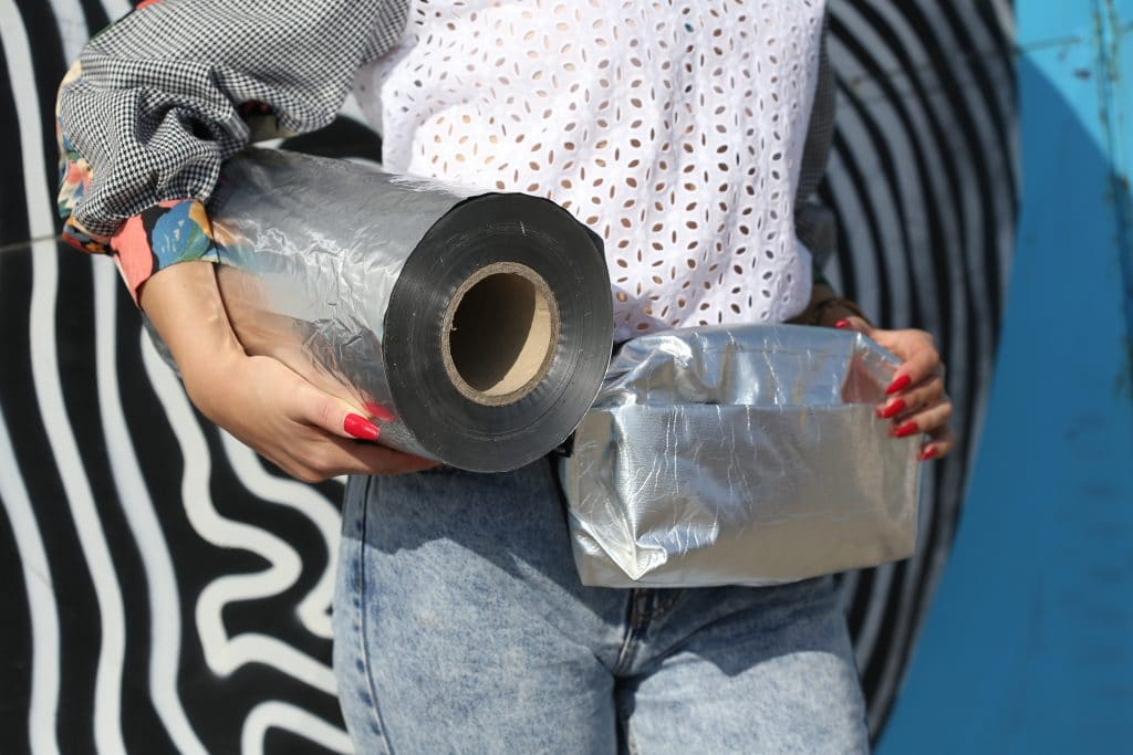 From plastic into sustainable fashion and textile bag